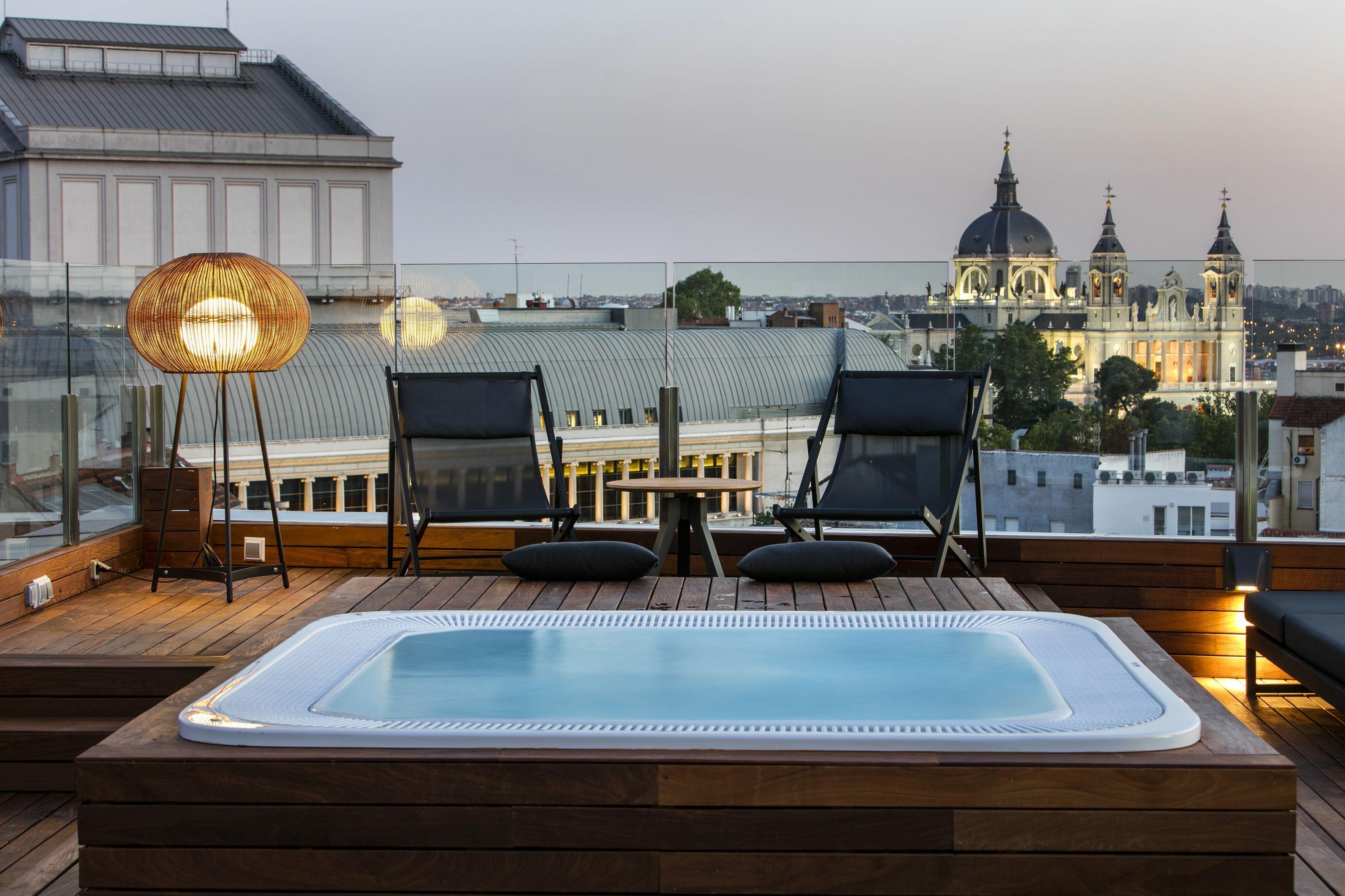 Mejores hoteles con piscina en madrid espa a en pareja for Piscina la almudena