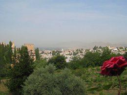 Granada es una de las ciudades más románticas de España y el Parador de Granada uno de los hoteles con los que seguro que sorprendes a tu pareja