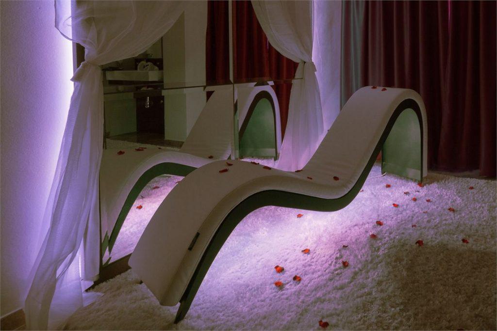 Los sofás neotantra son un referente entre los hoteles eróticos de España