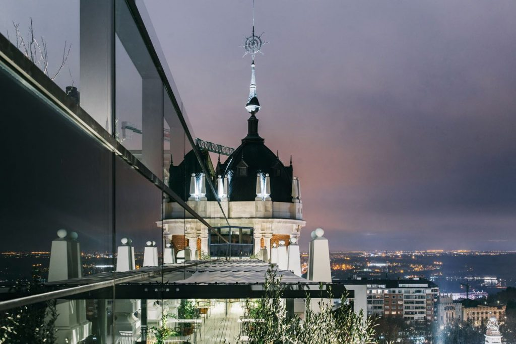 Si buscas un hotel en el centro de Madrid con piscina no te pierdas el 'Dear Hotel Sky Lounge', en la Plaza de España
