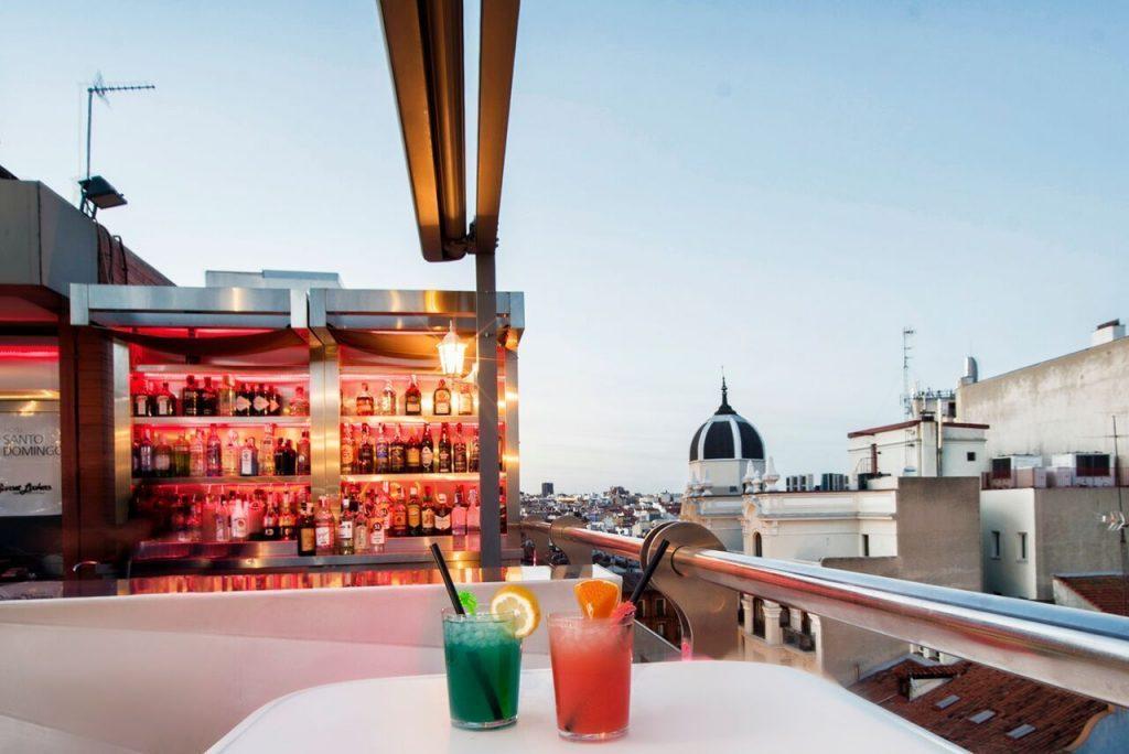 'Sunset Lookers' hace del Hotel Santo Domingo uno de los hoteles del centro de Madrid más deseables en verano