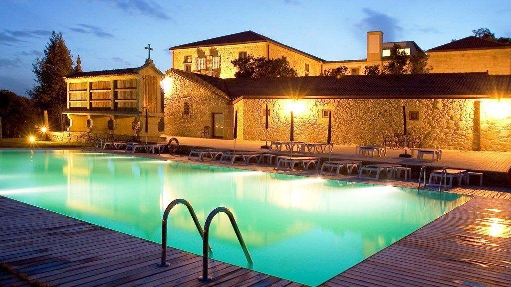 El Pazo de Lestrove es perfecto para una escapada romántica a Galicia por su monumentalidad y ubicación