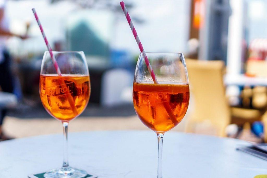 Si quieres sorprender a tu pareja en Madrid, llévala a una buena coctelería como las que te proponemos