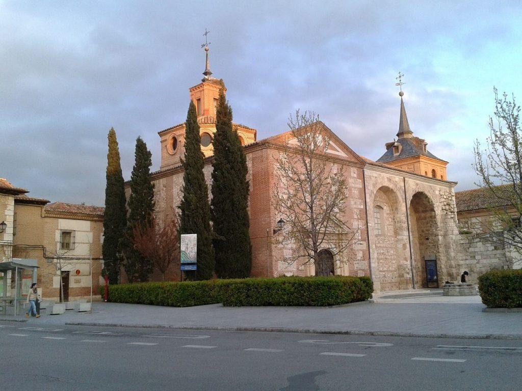 Alcalá de Henares para parejas: visita la Capilla del Oidor y la Plaza de Cervantes