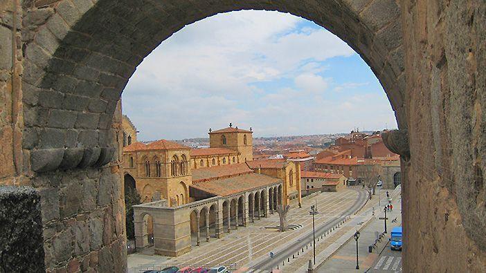 El casco histórico de Ávila es perfecto para sorprender a tu pareja con un fin de semana romántico de cultura, naturaleza y buena gastronomía