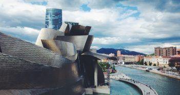 El Museo Gugenheim es un clásico en cualquier fin de semana romántico en Bilbao