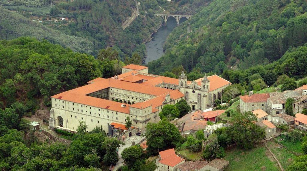 De los mejores hoteles de Galicia, el Parador de Santo Estevo, en la Ribeira Sacra
