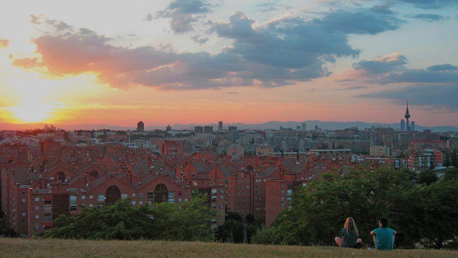 El Cerro del Tío Pío o Parque de las Siete Tetas es uno de los lugares más románticos de Madrid para hacer un picnic con el que sorprender a tu pareja