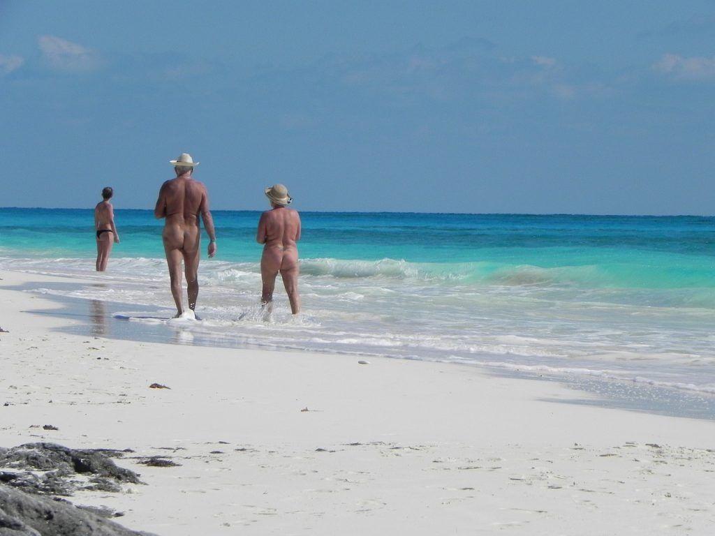 Playas nudistas en España