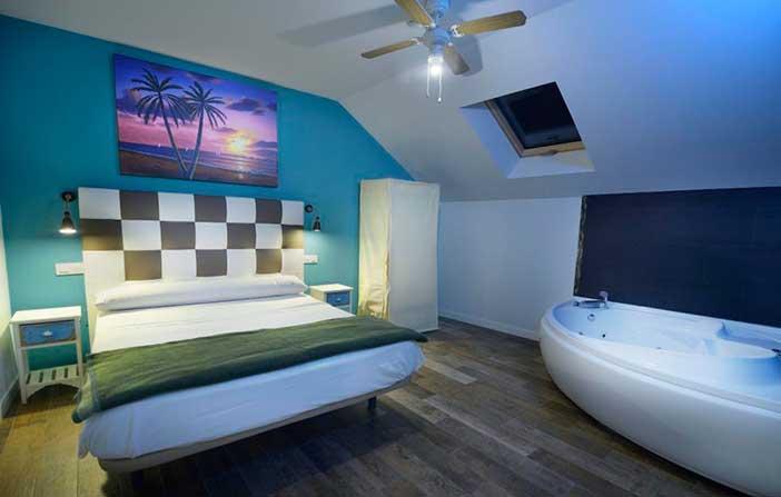 Habitación de Luxury Suites uno de los mejores hoteles eróticos de España en los que sorprender a tu pareja