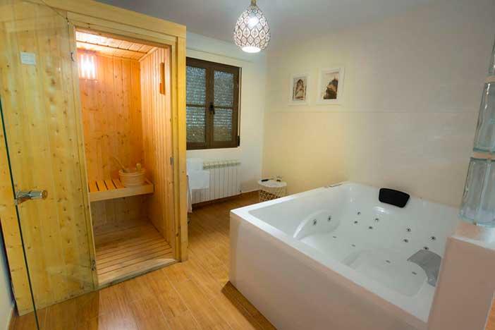 Habitación del Chinchón Spa, con sauna
